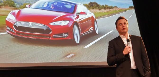 't Wereldje (85) met Elon Musk, foodselfies en vliegende auto's!