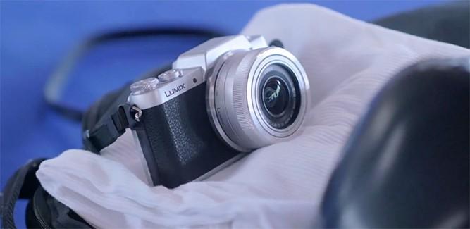 Panasonic DMC-GF7 'trendy selfiecam'