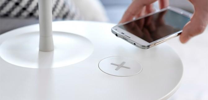 Innovatie waar je wat aan hebt: draadloze opladers in IKEA-meubelen