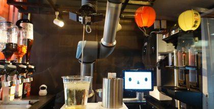 robot serveert bier
